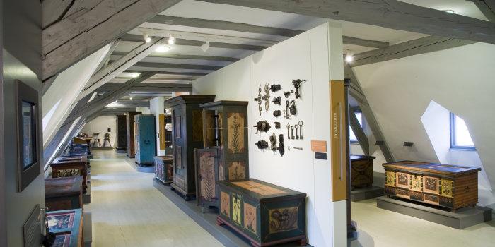 Bemalte Möbel Produktion Gebrauch Interpretation